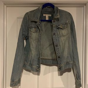 Abercrombie & Fitch distressed jean jacket